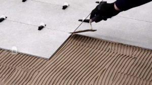 posa-allineata-pavimento-piastrelle